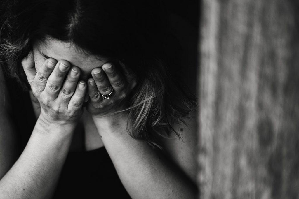 mulher-triste-estupro-de-vulneravel